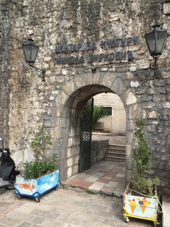 Eski Şehre Açılan Bir Kapı, Kotor